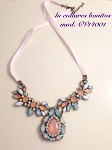 collar pedrería rosa, azul turquesa y brillantes con lazo rosa