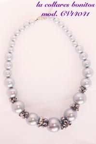 Collar bolas gris plata y abalorios multifacetados grises.