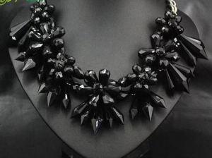 MODELO COI14006_1. Preciosas flores en negro. 12€
