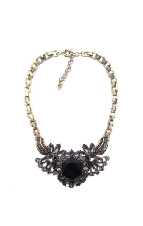 Cadena dorada, abalorios negros y simil de diamantes. 14.99€